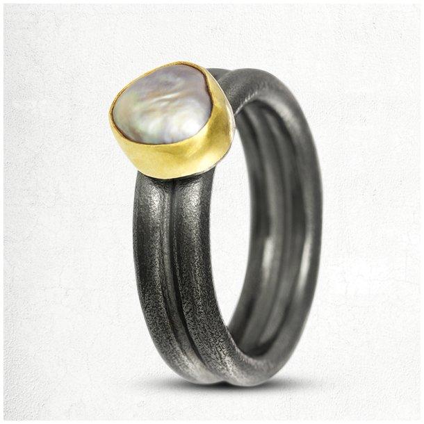 Gold-set ring