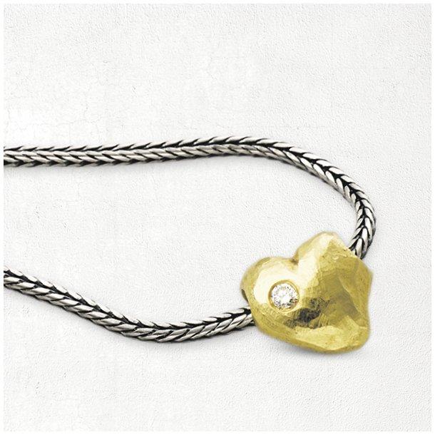 Halskæde med massiv guld hjerte og brillant.