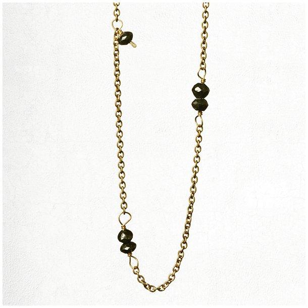Guld halskæde med sorte diamanter