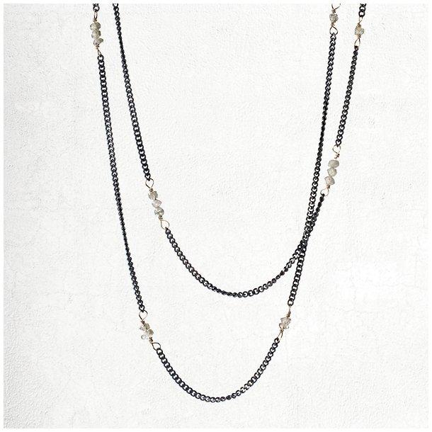 Oxyderet sølvkalskæde med hvide rå diamanter